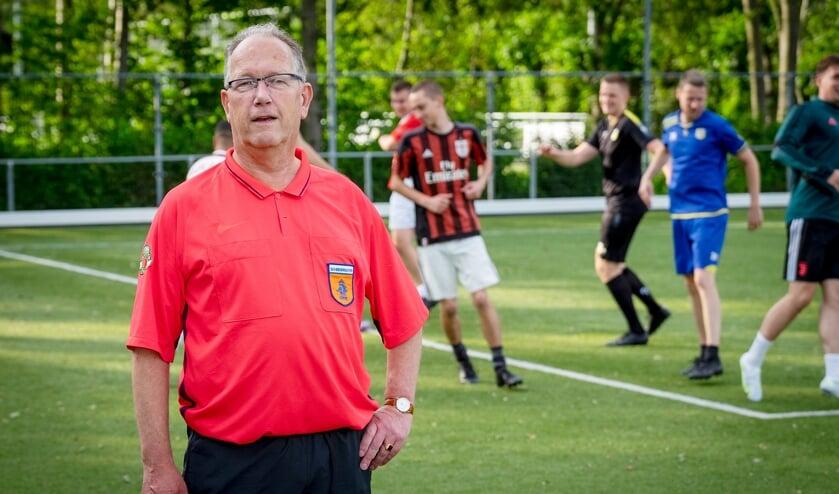 • 'Scheidsrechter van Verdienste' Lenard Broere.
