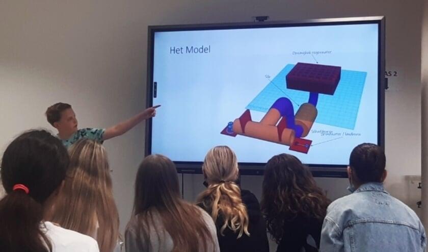 <p>De groepjes leerlingen van 2 Technasium van het Cals Cpllege presenteerden na afloop van het project de door &nbsp;hen bedachte oplossingen voor klimaatadaptie in Zenderpark.</p>