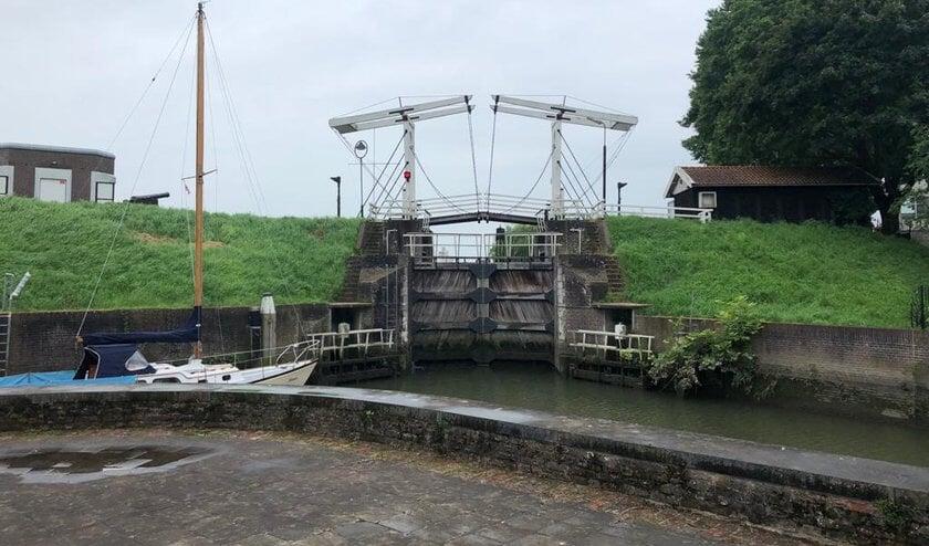 • De sluis bij Schoonhoven is dicht.
