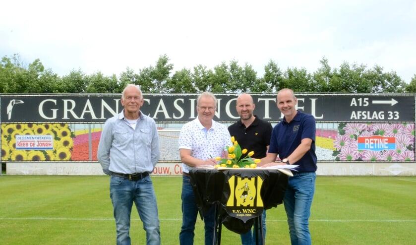 <p>• V.l.n.r. WNC-voorzitter Arthur van Dooijeweert, Jan Willem de Jongh, René de Jongh en Kees de Jongh.</p>