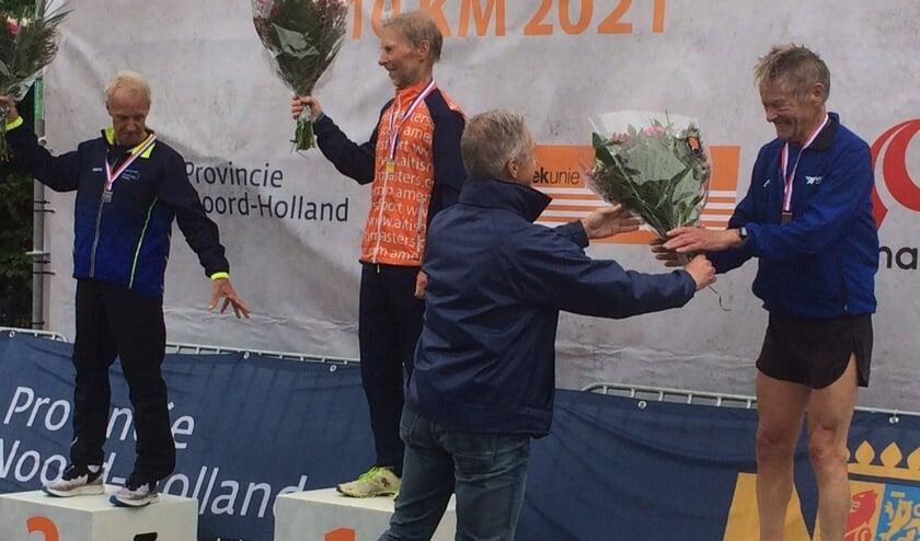 <p>Robert de Smet (rechts) is derde op het NK 10 kilometer.</p>