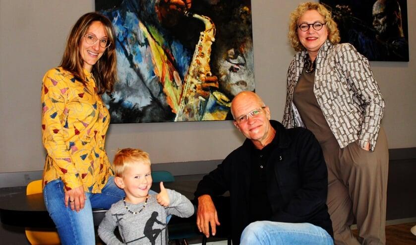 <p>Ook kleine Fons vindt het IJsselFEstein top, net als Fulcobestuurder Anastasia van der Lugt (rechts).&nbsp;</p>