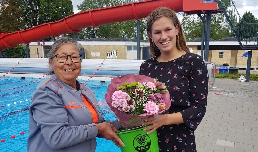 <p>Bloemen van Lobeke voor Evelien Overbeek.&nbsp;</p>