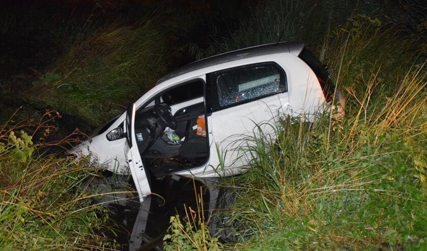<p>• De auto belandde in het water langs de N210.</p>