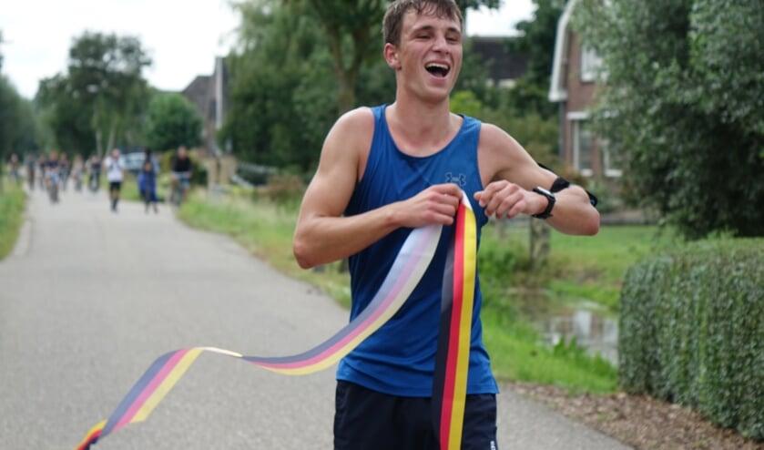 <p>• Rik de Moel bij de finish.</p>