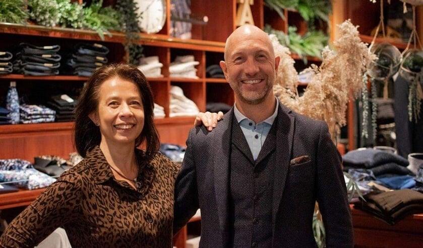<p>• Anita en Allard Scholte vieren het 25-jarig bestaan van 'Rudolf Peter Fashion Store'.</p>