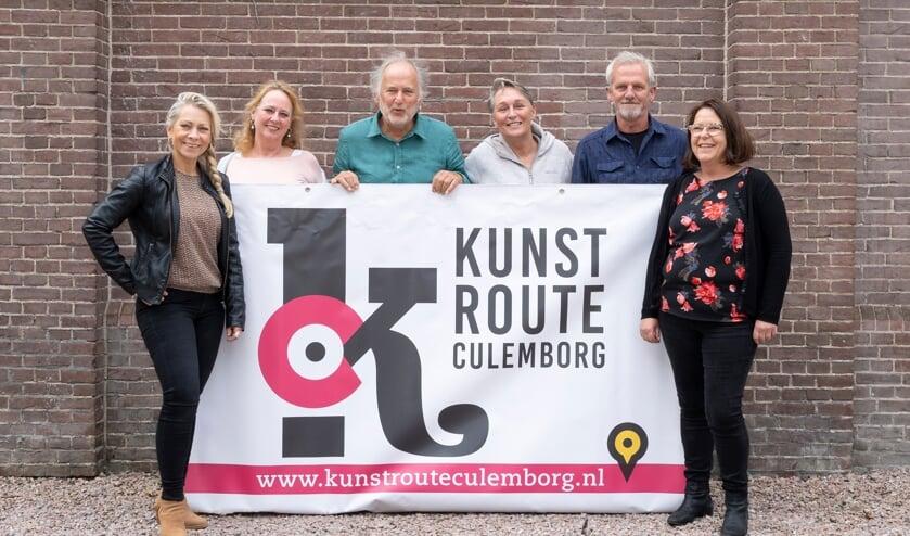 <p>Het bestuur van Kunstroute Culemborg, met v.l.n.r. Angelique Verkaik, Roos Rispens, Henk van der Gronde (voorzitter), Ans van den Hoogen, Carol van den Hoogen en Karin de Coo.</p>