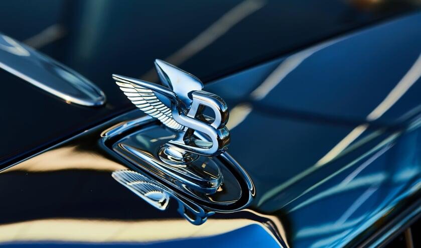 <p>Rinie K. verdiende als directeur van de Nieuwegeinse zorgstichting Me-Care 15.000 euro netto per maand en reed rond in een dure Bentley waarvoor hij het geld van zijn stichting had geleend.</p>