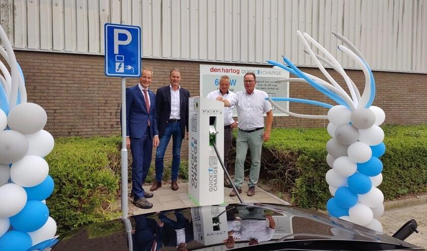 • Wethouder Slob met Ad Liefhebber, Floor Bikker en Rob Augustijn van Den Hartog Quick-Charge.