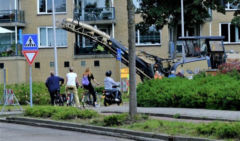 <p>• Verkeershinder in 's Gravenland bij het onderhoud aan de rotondes.</p>