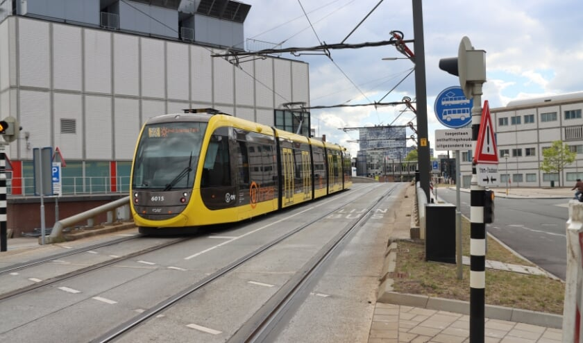 <p>De koppeling van de Uithoflijn met de SUNIJ-lijn richting Nieuwegein en IJsselstein is uitgesteld met een jaar.&nbsp;</p>