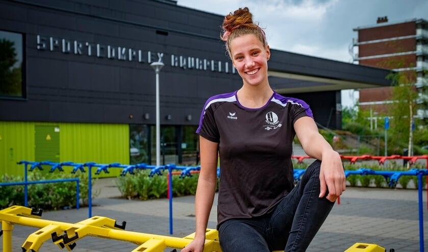 Zwemster Maria Lorenzini voor Sportcomplex Aquapelle.