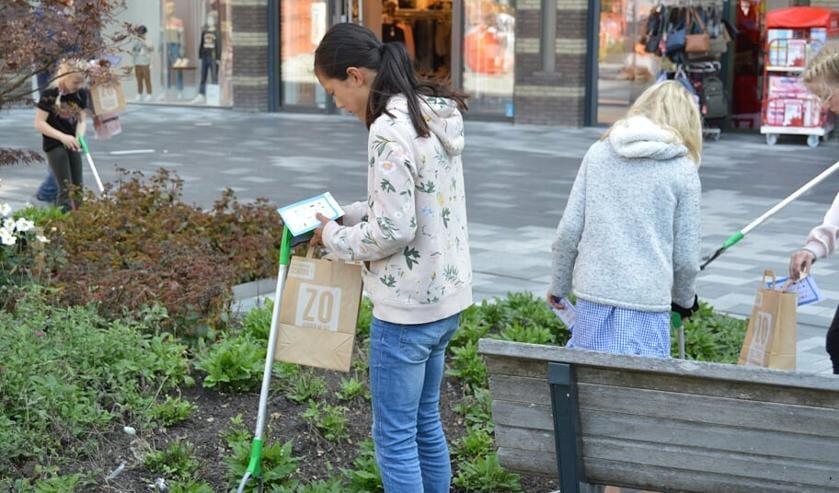 <p>Zwerfafval opruimen tijden de World Cleanup Day in Nieuwegein</p>