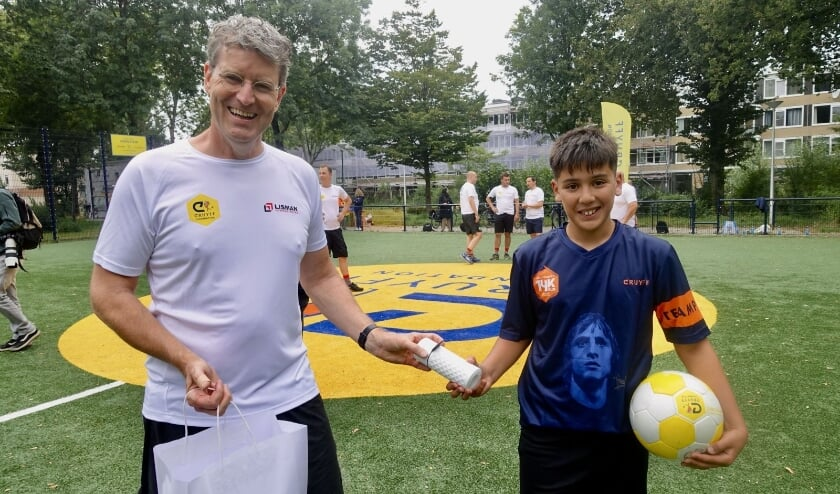 <p>Een openingswedstrijd van jonge Cruyffjes tegen het volwassen &#39;Hef a nice game&#39; van Lisman Vorkheftrucks.</p>