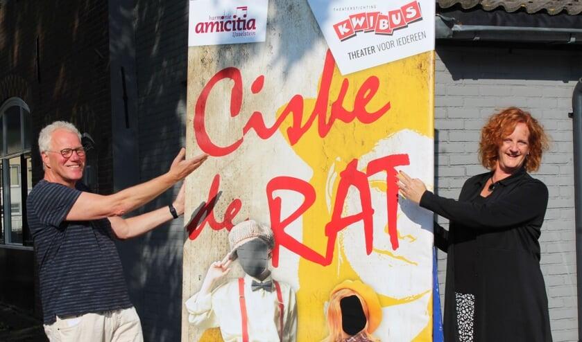 <p>Uitnodiging van Piet de Bruin (Kwibus) en Ellen Metaal (Amicitia): Willen jullie onze Ciske en Betje worden? Niet alleen op de poster, maar ook op de planken.</p>