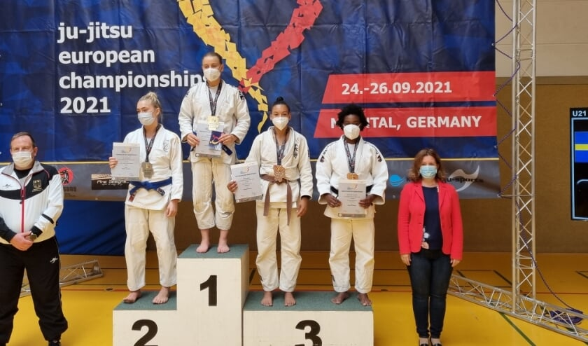 <p>Rom&eacute;e Roussey en Tanisha Baars van BSP Holland/DeMix uit Nieuwegein wonnen de bronzen medaille.</p>