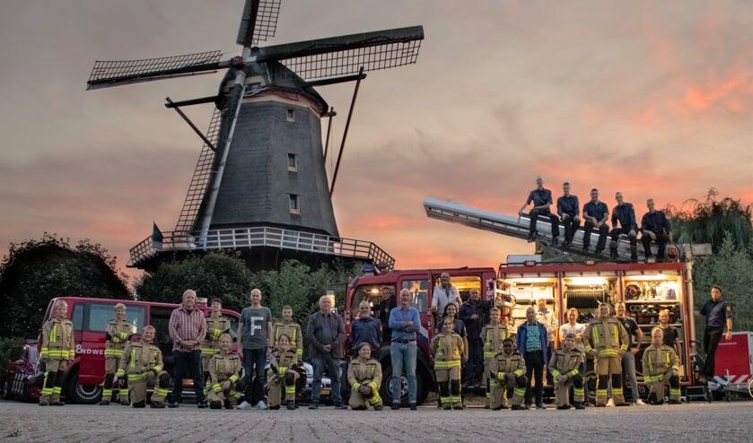 • De groepsfoto van de oprichters, (oud)Jeugdleiders, jeugdleden van nu en oud jeugdleden die doorgestroomd zijn naar de brandweer.
