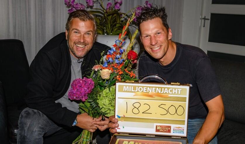 <p>René uit Almkerk zondagavond door Winston Gerschtanowitz verrast met 182.500 euro.</p>