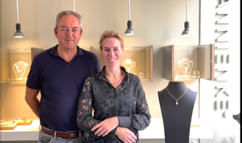 <p>Vorige week sloot het Goudse stel, Nienke en Michel van goudsmederij vanNienke sieraden, voorgoed de deuren aan de Dubbele Buurt </p>