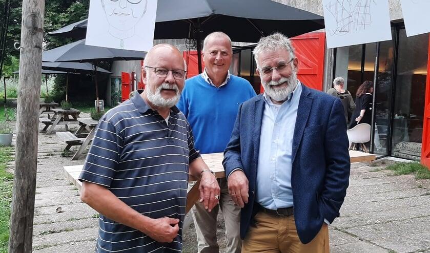 <p>Bert Scherpenzeel (l), Rick van Leusden (m) en Jaap van Zoest (r) zetten zich in als vrijwilliger bij Proxima Terminale Zorg Hospice &amp; Thuis.</p>