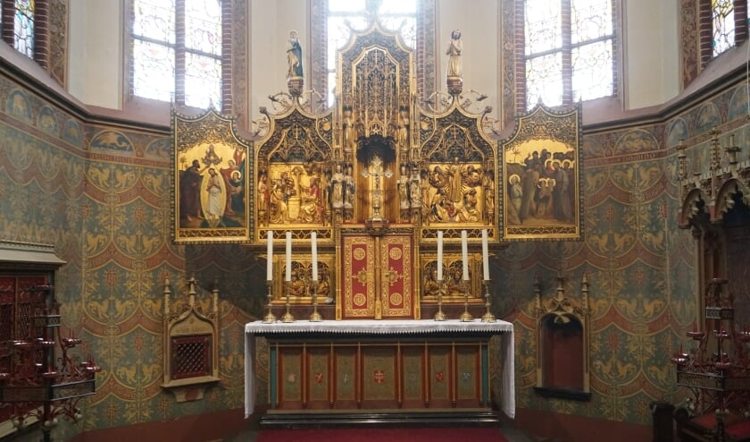 <p>Het altaar in de Nicolaaskerk. Neogotisch.</p>