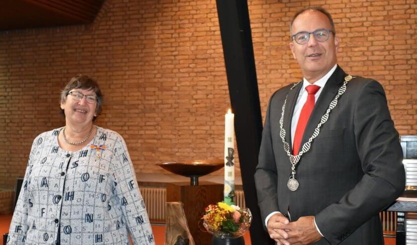 <p>• Burgemeester Paans met Bea van der Zouw.</p>