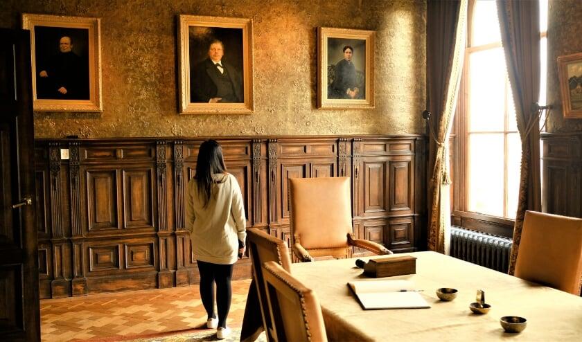 <p>&bull; Familieportretten in de Regentenkamer van het Van Cappellenhuis.</p>