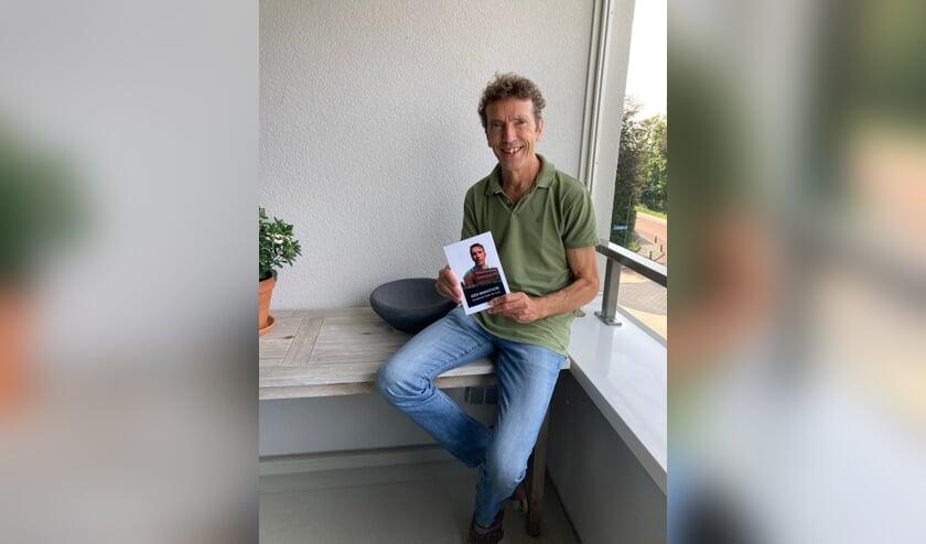 <p>Henk van Noorloos heeft vanwege zijn bijzondere jubileum een boek geschreven.</p>