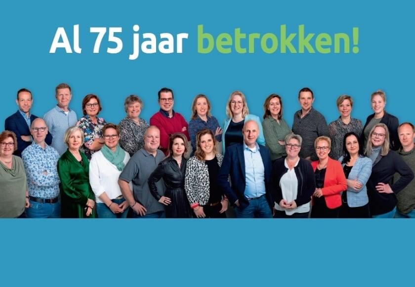 <p>• Een groepsfoto van de medewerkers van Lek en Waard Wonen.</p>