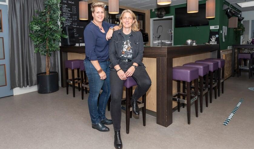 <p>Corry van den Oever (links) met haar steun en toeverlaat Petra Stoute.</p>