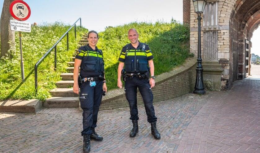 <p>&bull; De wijkagenten van Schoonhoven, Jan-Cees en Marjolijn.</p>