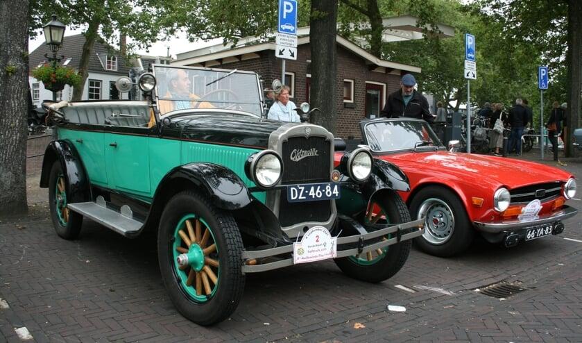 <p>Oldtimers zijn klaar voor de start tijdens de Authentieke Dag in Vreeswijk</p>