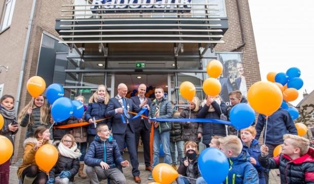 <p>In 2017 werd het toen vernieuwde kantoor van de Rabobank nog feestelijk heropend.</p>