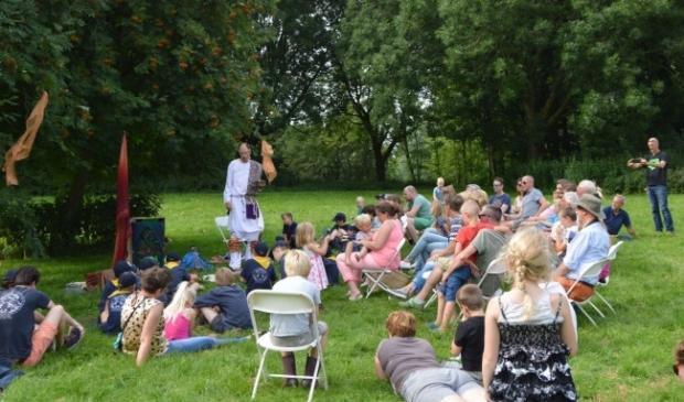 <p>Gert Talens in zijn rol als verhalenverteller tijdens het Wijland Festival.</p>