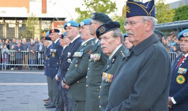 <p>Veteranen tijdens de dodenherdenking in Dronten.</p>