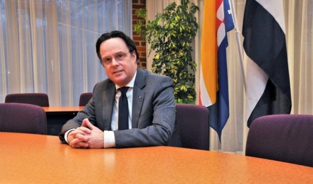 <p>Een archieffoto van burgemeester Bilder in de raadszaal.</p>
