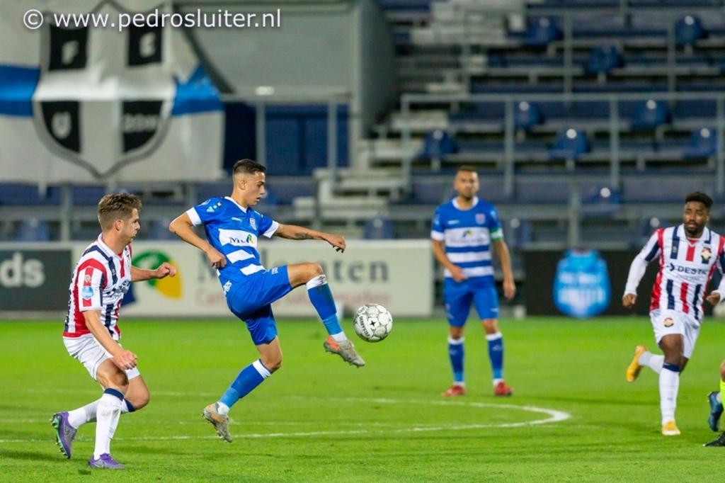 Eliano Reijnders aan de bal tijdens PEC Zwolle - Willem II. Pedro Sluiter © brugmedia