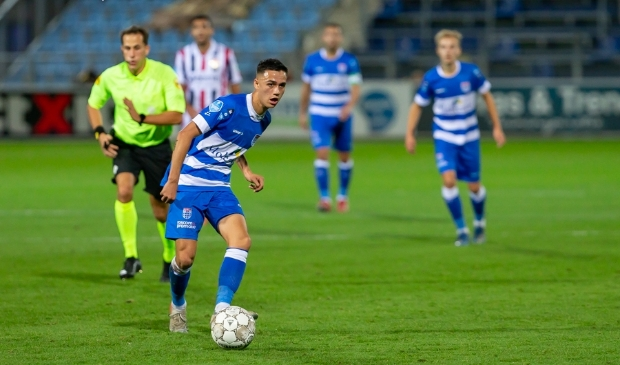 Eliano Reijnders in actie tijdens PEC Zwolle - Willem II.