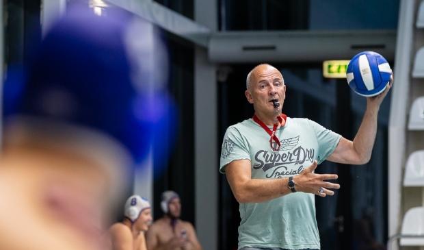Waterpolocoach Hans van Zeeland.