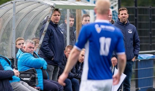 <p>Marcel van der Steege (m) was een van de initiatiefnemers van het regionaal toernooi van WVF en SVI met vier Kamper clubs.</p>