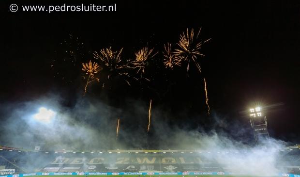 Vuurwerk voorafgaaand aan PEC Zwolle - Willem II.