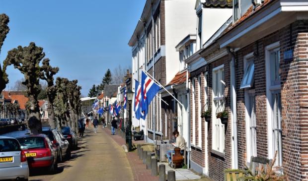 <p>In maart 2020 hing de Hasselter vlag aan veel huizen in de Hanzestad</p>