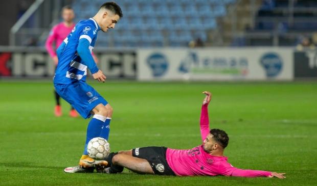 <p>Spits Slobodan Tedic had het zwaar te verduren tegen FC Utrecht.</p> <p>Pedro Sluiter</p> © brugmedia