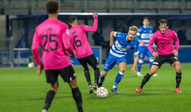 <p>Dean Huiberts in actie tegen FC Utrecht.</p>