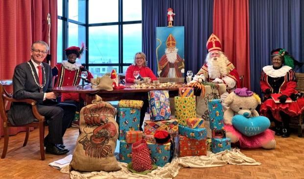 <p>Sinterklaas Live kwam tot stand i.s.m. Sinterklaascommissie, Pieten on Tour, Lokale Omroep Zeewolde, Gemeente Zeewolde, De Leeuws Snacks en The Lux</p>