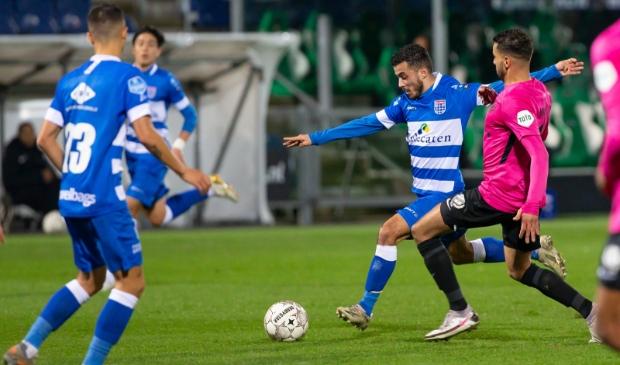 <p>Mustafa Saymak keerde na blessureleed terug in de ploeg bij PEC Zwolle en tekende in Utrecht meteen voor een fraaie treffer (de 4-1).</p>