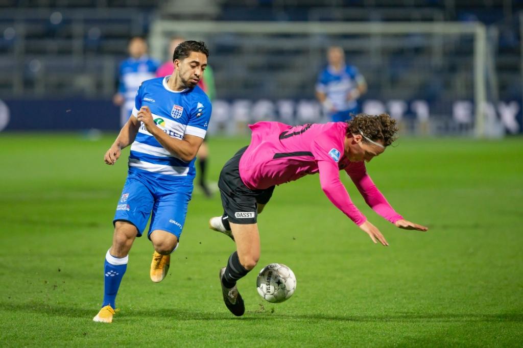 <p>PEC Zwolle - FC Utrecht. Immanuel Pherai met Giovanni Troupee.</p> <p>Foto: Pedro Sluiter</p> © brugmedia