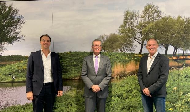 <p><em>v.l.n.r.: Karel Hamstra, burgemeester Gerrit Jan Gorter, Rob van Nunspeet</em></p>