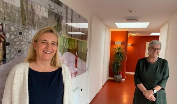 Lydia van Renselaar en Loes Peters in Hospice Dronten