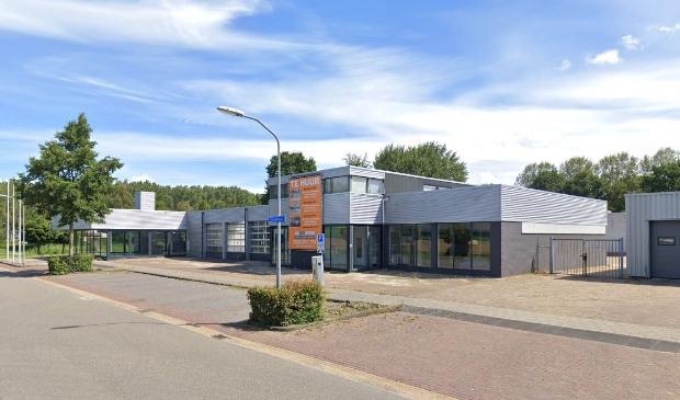Het voormalige garagepand in Lelystad.